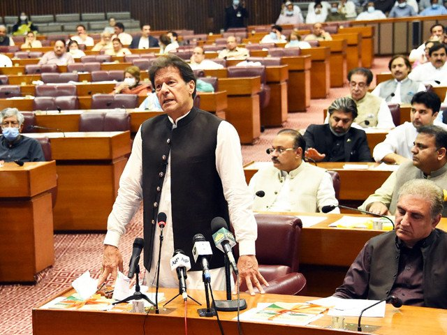 Imran invites opposition to work out electoral reforms