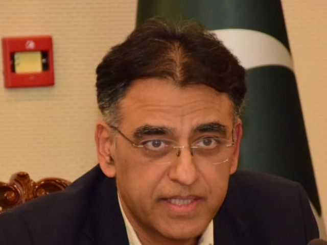 Clear signs of fourth Covid wave starting in Pakistan, says Umar