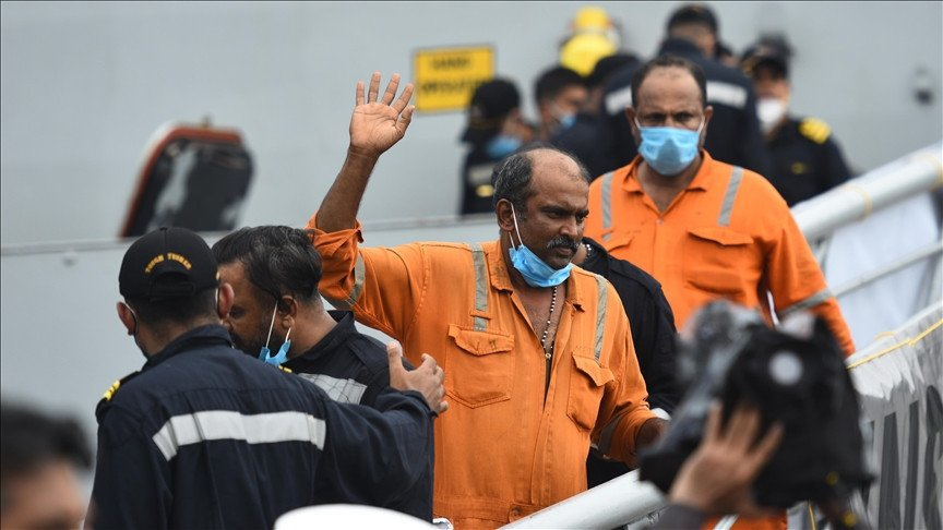 22 bodies recovered after barge sinks off Mumbai