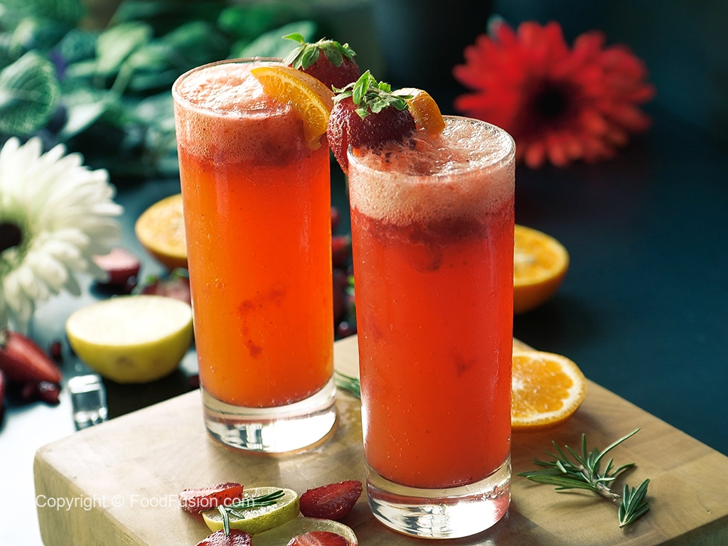 2 Strawberry Drinks with 7up