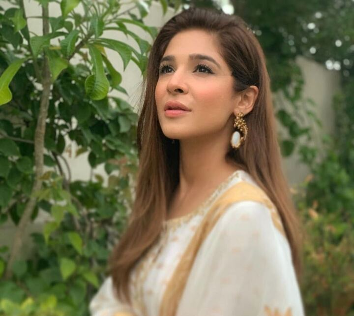 Ayesha Omar speaks up against students disrespecting Shafqat Mahmood