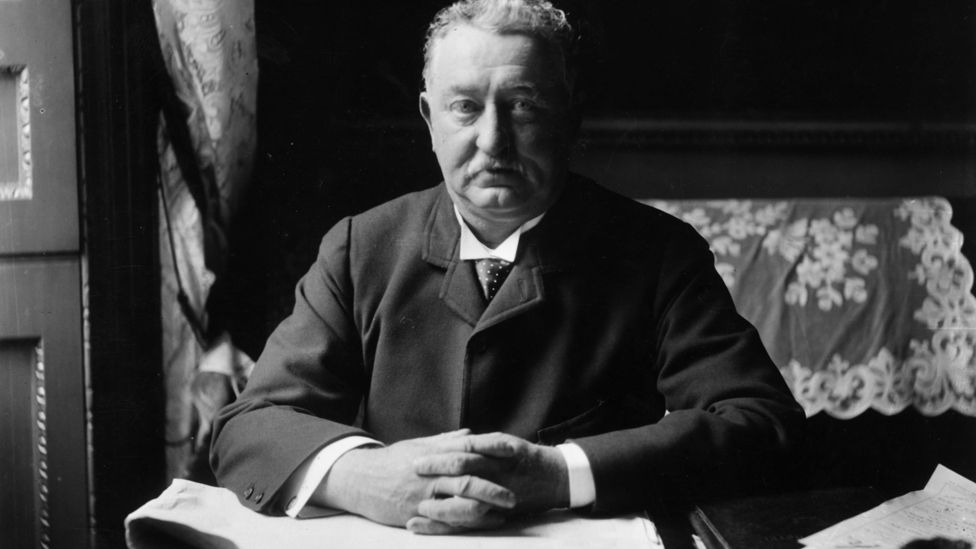 Cecil Rhodes statue will not be removed by Oxford College
