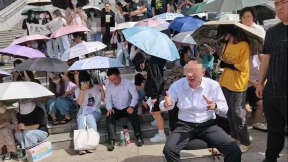 China students hold principal hostage in rare protest