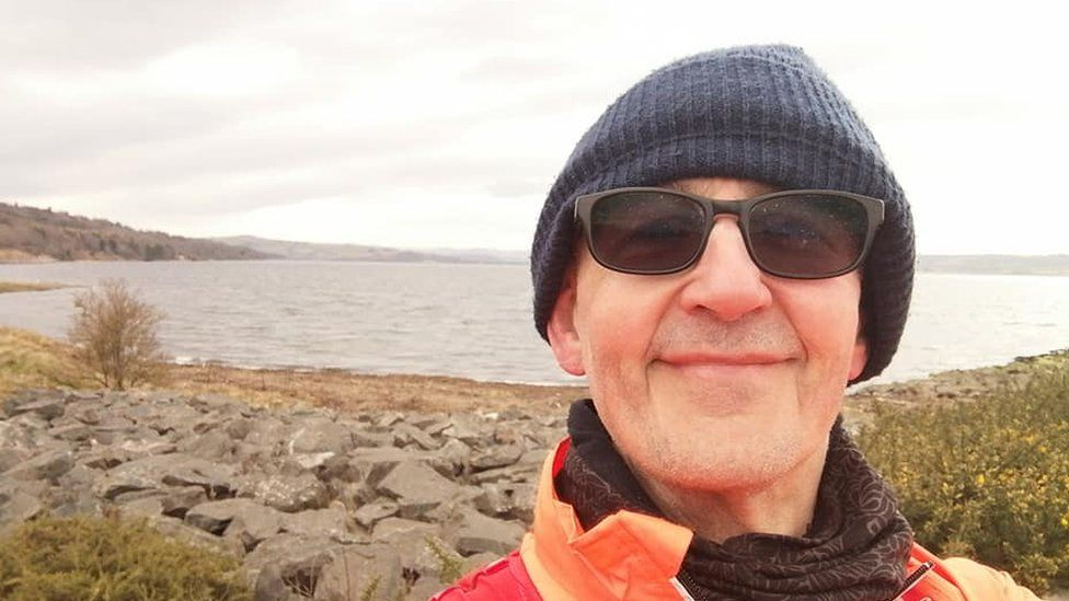 Covid: Runner, 70, to resume Land's End run after 2020 cancellation