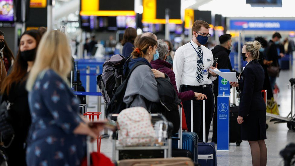 Covid: Use common sense on overseas travel, says Shapps