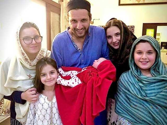 قسمت والا ہوں اللہ نے بیٹیوں سے نوازا بیٹا نہ ہونے کا کوئی دکھ نہیں، شاہد آفریدی