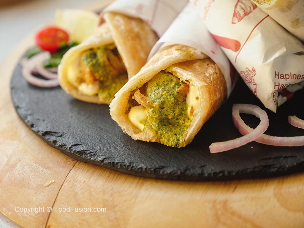 Reshmi Chicken Paratha Roll
